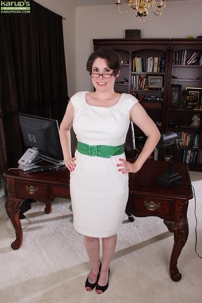 Chubby older mom Sadie Jones flashing white upskirt panties