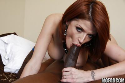 MILF babe Joslyn James gives a blowjob and pushes a dick in her cunt