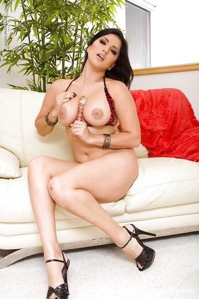 Magnificent brunette babe Sunny Leone masturbating her inviting pussy