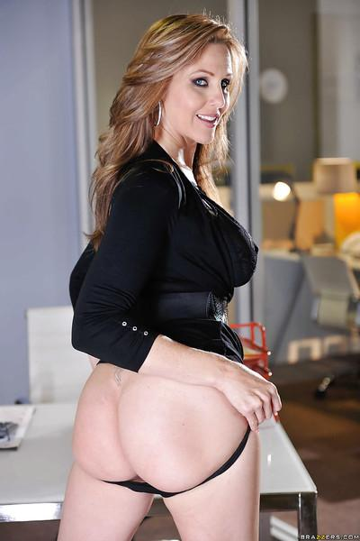 Cute milf Julia Ann shows her amazingly sexy slender body on cam