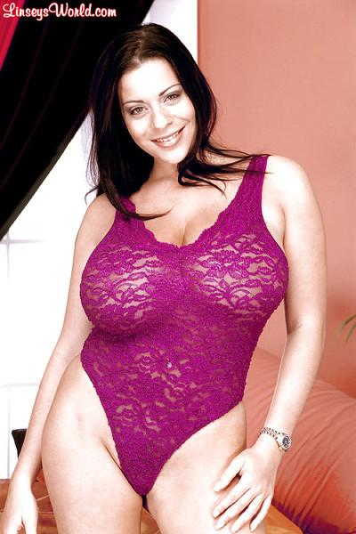 Brunette MILF Linsey Dawn McKenzie freeing massive juggs for nipple play