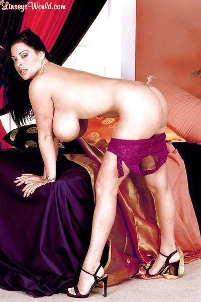 Brunette MILF Linsey Dawn McKenzie freeing massive juggs for nipple play