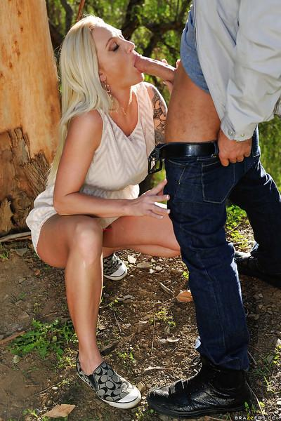 Blonde wife Alexis Malone gives filthy outdoor blowjob to big dick
