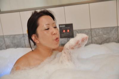 Asian MILF with shaggy cooter and shapely tits Kumiko Katsura taking bath