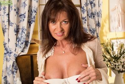 Slender milf beauty Lucy Heart is demonstrating her boobies in close up