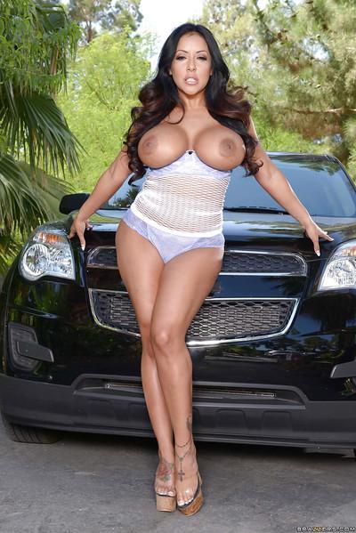Masturbating session features hot Latina babe Kiara Mia outdoor