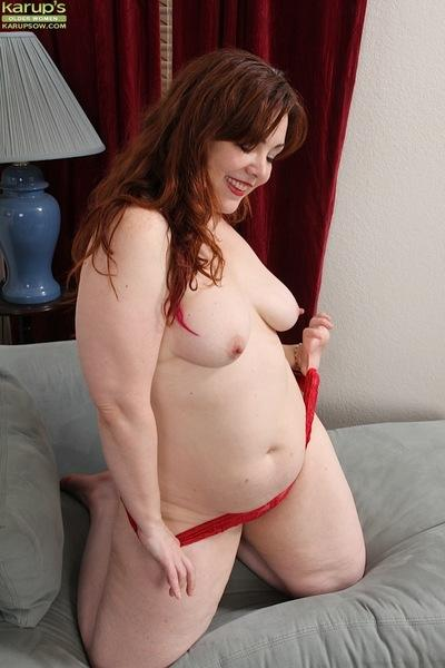 Chunky MILF Penny Prite shows off big fat ass after lingerie removal