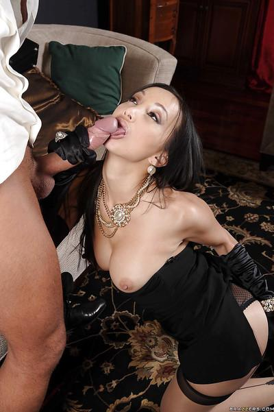 Horny asian MILF gives a blowjob and gets her cunt nailed hardcore