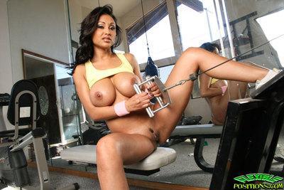 Indian MILF babe Priya Rai strips in the gym horny for fucking