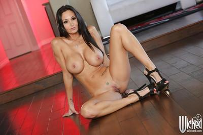 Disciplined pornstar Ava Addams jungles with her large boobs