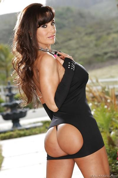 Outdoor posing session with stunning tanned brunette Lisa Ann