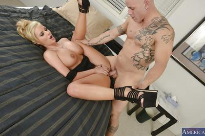 Great ass fucking action with a smoking hot wife Phoenix Marie