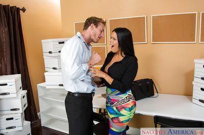 Office Latina Diamond Kitty gives a juicy sloppy blowjob on her knees