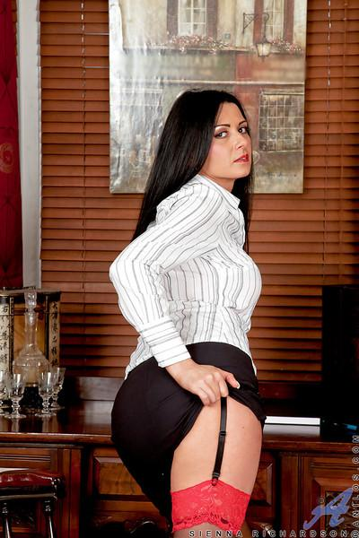 MILF babe in stockings Sienna Richardson shows her ass upskirt