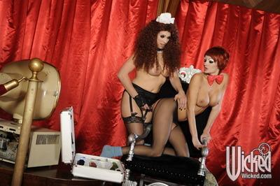 Hot lesbian MILFS Nicki Hunter & Alektra Blue toying their cunts