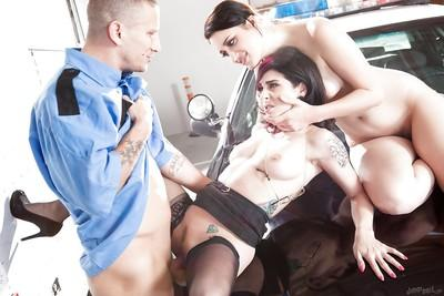 Threesome groupsex with an amateur milf in stockings Joanna Angel