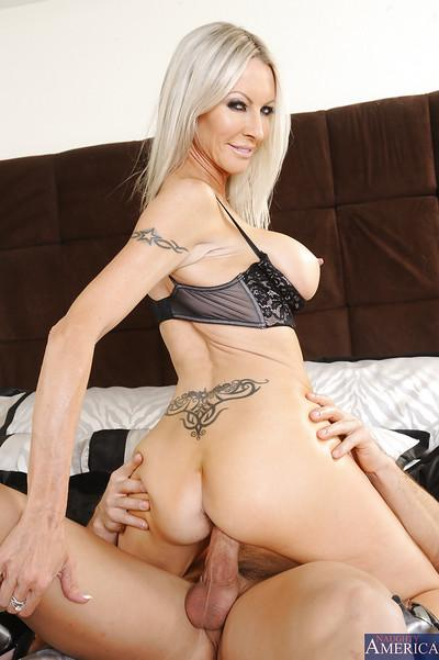 Blonde cougar Emma Starr is showing how well she can suck cock
