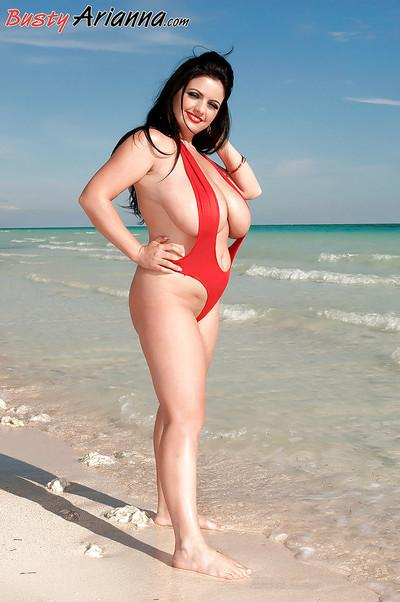 Brunette plumper Arianna Sinn freeing big boobs from swimsuit at beach
