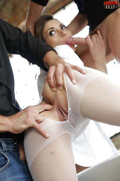 European MILF Valentina Bianco deepthroated by two cocks at once