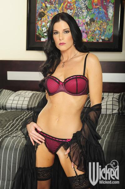 Fuckable MILF in stockings India Summer spreading her french legs