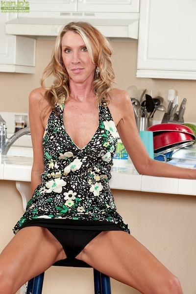 Blonde milf Brynn Hunter enjoys posing in her high heeled shooes