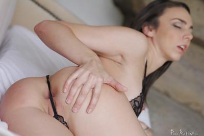 Amusingly horny brunette Tiffany Tyler is full of sexual fervency