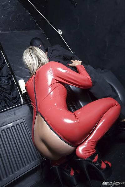 Hot MILF in latex Daria Glower gives a blowjob and gets banged hardcore