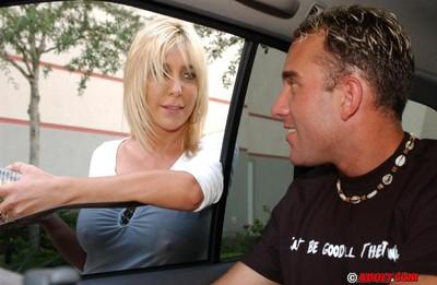 Juggy MILF Crystal Cairt shows off her blowjob skills in the car