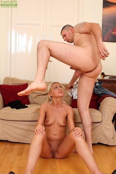 Saucy MILF gives a blowjob with ball licking for her mouth full of jizz