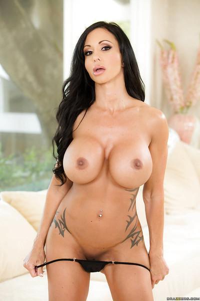 MILF pornstar Jewels Jade teases with big boobs and ass flashing