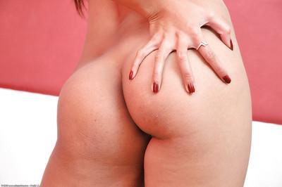 Lewd amateur Latina Jenny strips and rubs her slender tasty body