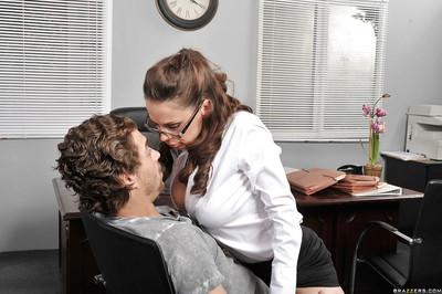 Big tit brunette wants to give a blowjob and her pussy in the office