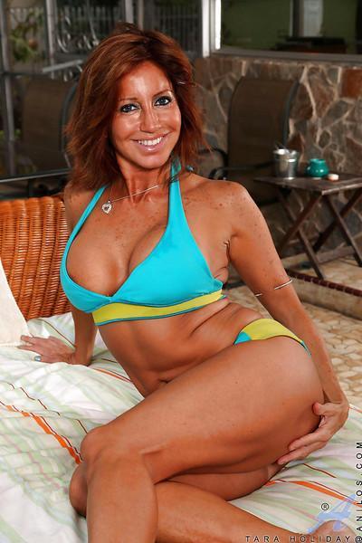 Chesty Latina Mature MILF Tara Holiday strutting outdoors in bikini