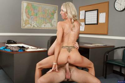 Milf Emma Starr is giving a nasty deep blowjob and swallowing