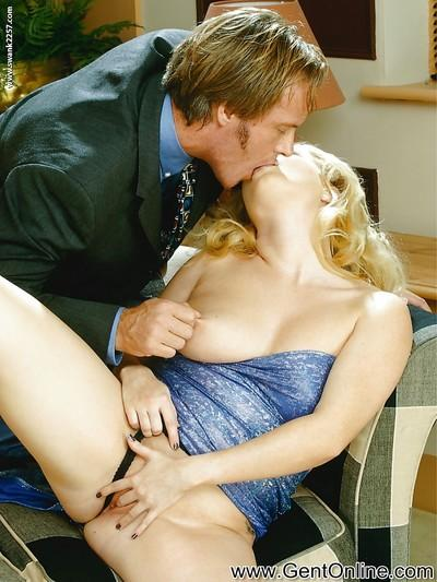 Ravishing blonde MILF Alicia Rhodes gives a blowjob and gets fucked