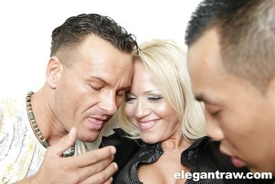 Blonde MILF pornstar Sarah Simon taking rough double penetration