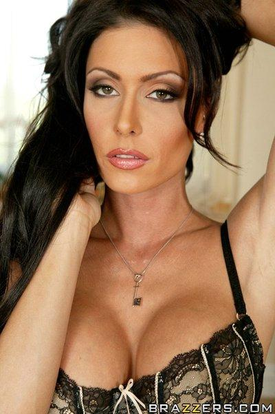 Gorgeous MILF Jessica Jaymes exposing perfectly shaped hooters