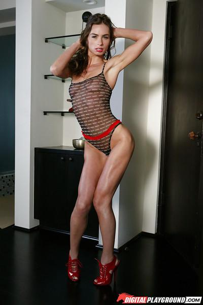 Lingerie wearing brunette babe Naomi that