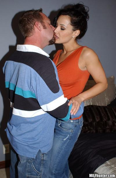 Tender kissing and hardcore sex with an inimitable milf star
