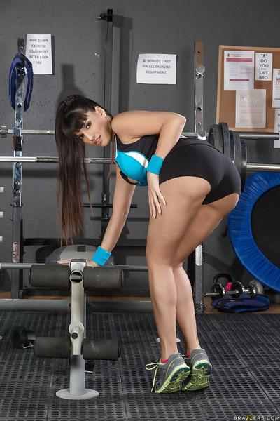 Dark haired Latina fitness model shows off her perfectly toned butt