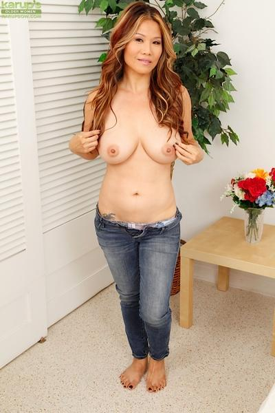 Spicy as hell Milf Lucy Page shows her gorgeous natural boobies