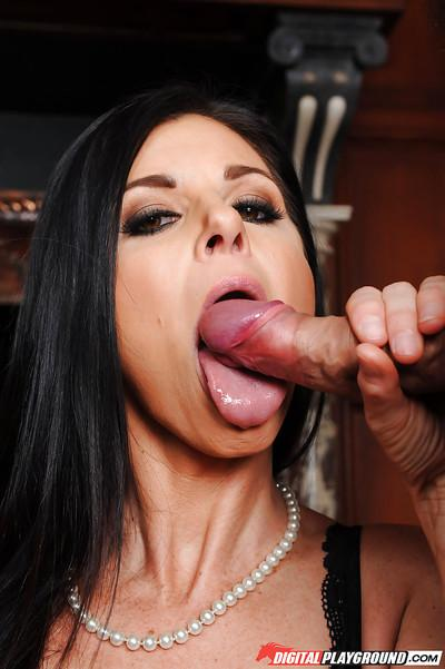 Brunette MILF India Summer sucks off two cocks at once in blowbang