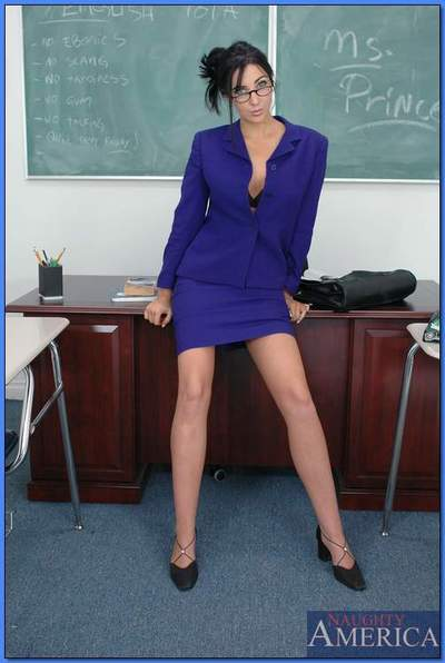 Striking MILF teacher in glasses Diana Prince demonstrating her assets