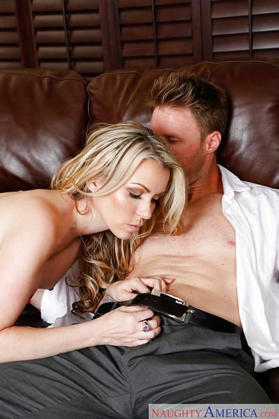 Wife milf Courtney Cummz bangs hard after giving juicy blowjob