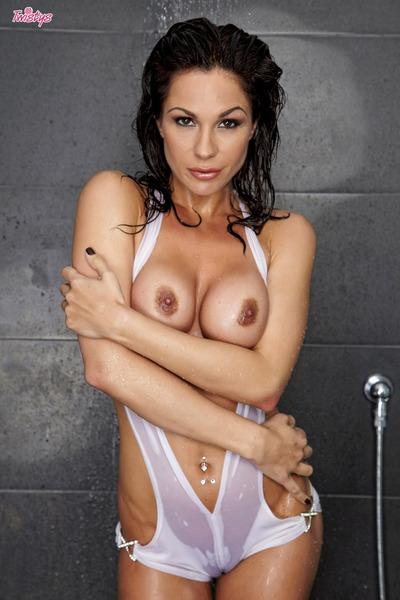 Masturbating milf in shower by Kirsten Price looks quite natural