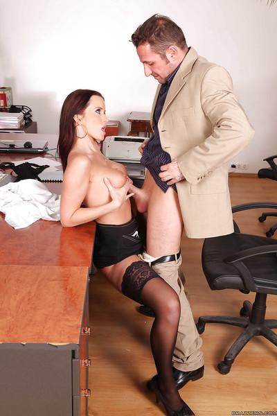 European MILF office babe Cindy Dollar seduced a client with her pussy