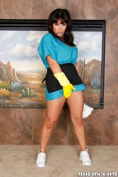 Fatty Latina milf Sienna West exposing her enormous huge juggs