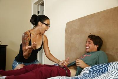 Dana Vespoli prefers working with yummy daggers and giving deepthroats