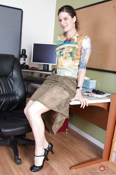 Aged secretary Sunshine lets her ever growing beaver loose from skirt
