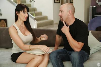 Beautiful brunette MILF Eva Karerra giving her best blowjob